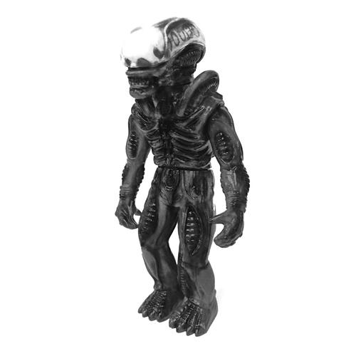 S7 x SB Alien Vinyl Figure